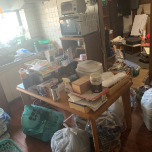不用品回収前のキッチンスペースの写真