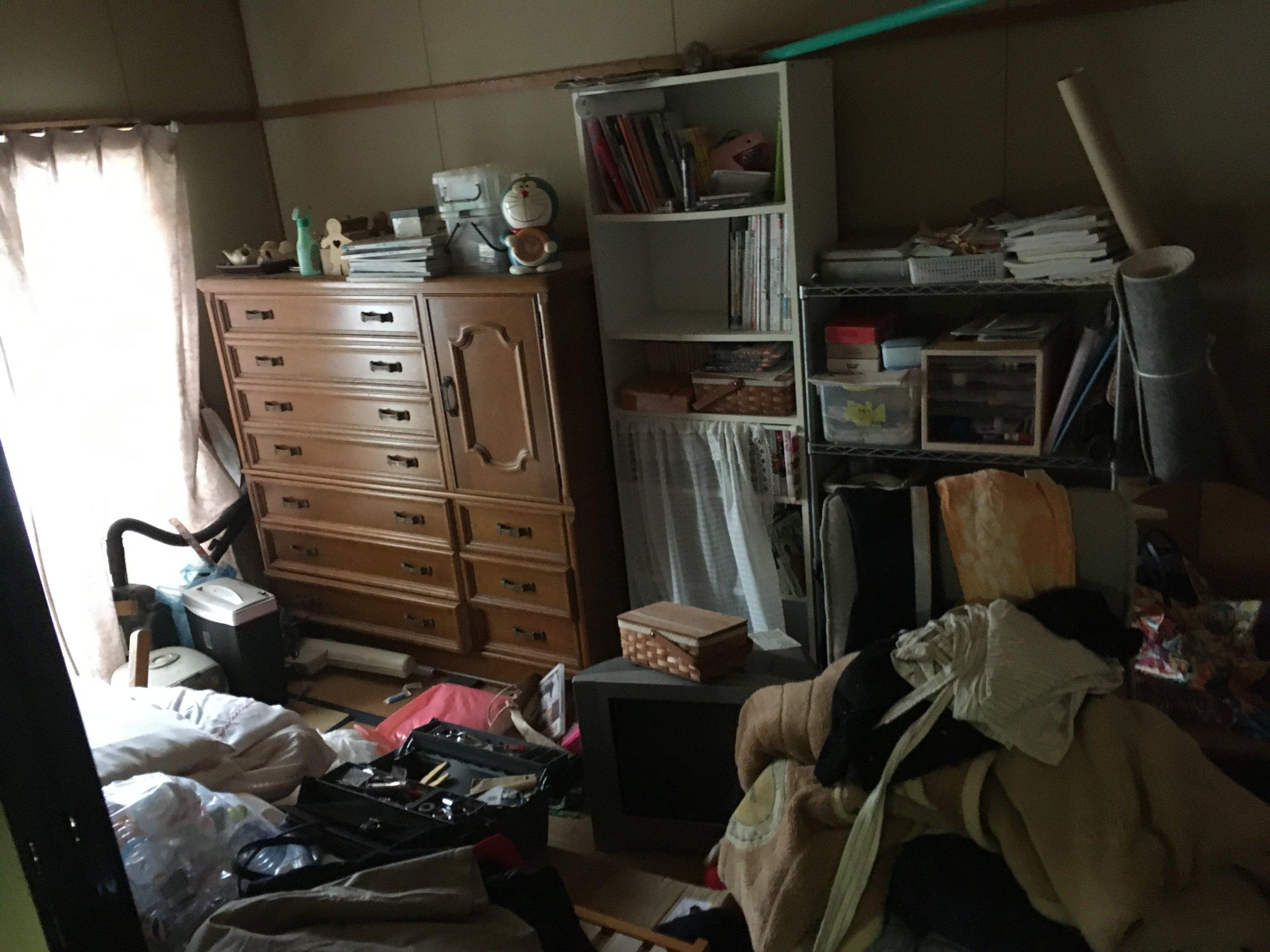 汚部屋の片付け作業前